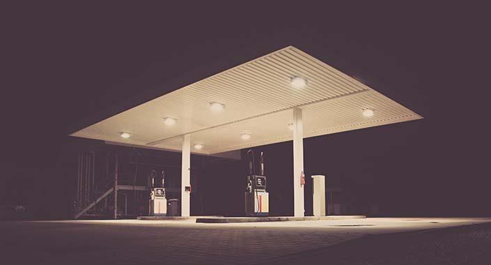 Lampy specjalistyczne do oświetlania stacji benzynowych